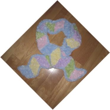 Fuzzy_scarf_floor